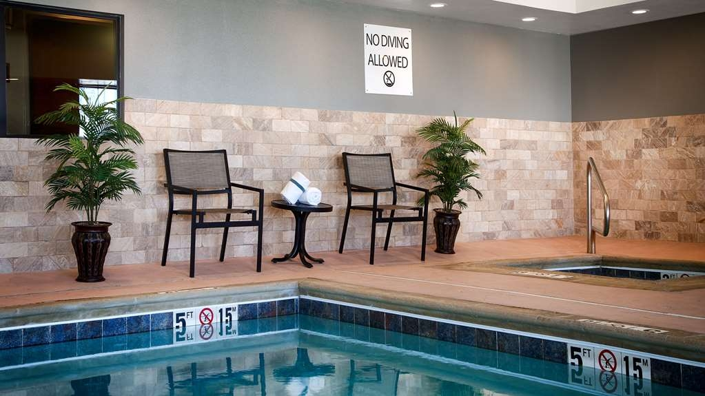 Best Western Plus Stevens County Inn - piscina cubierta