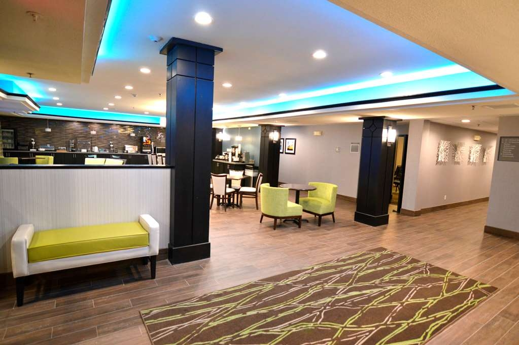 Best Western Plus Liberal Hotel & Suites - Lobby Area