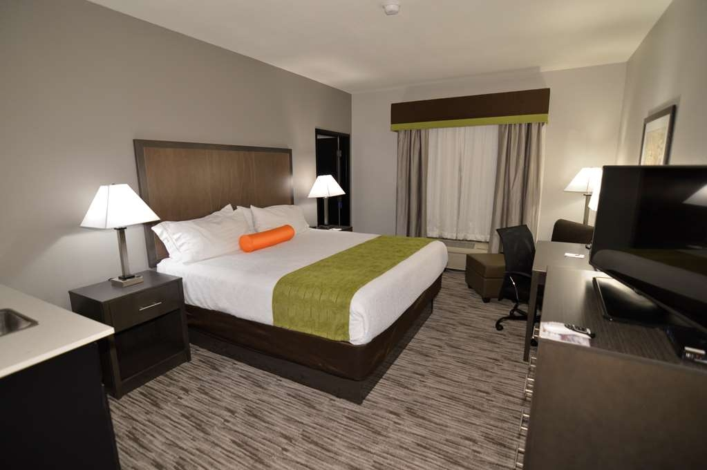 Best Western Plus Liberal Hotel & Suites - Single King Kitchenette Guest Room