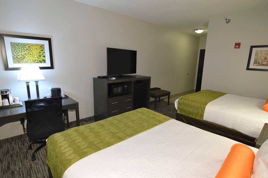 Best Western Plus Liberal Hotel & Suites - Double Queen Mobility Accessible Guest Room