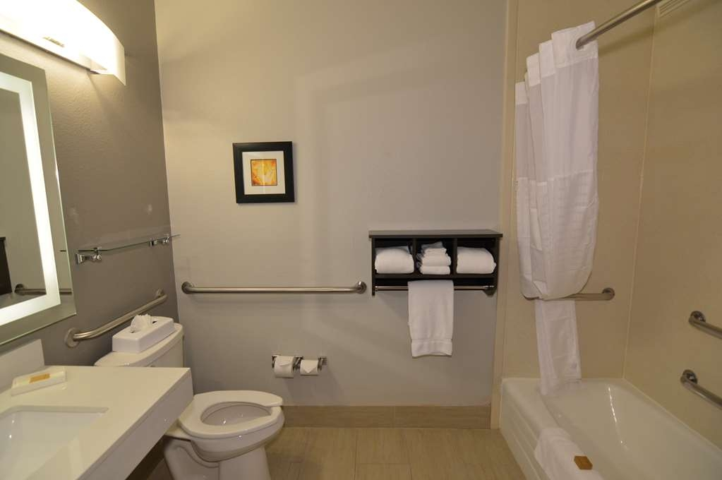 Best Western Plus Liberal Hotel & Suites - Double Queen Mobility Accessible Guest Bathroom