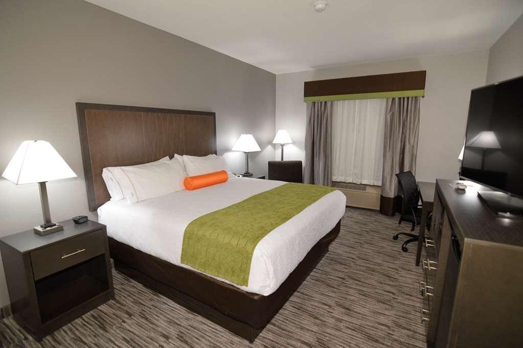 Best Western Plus Liberal Hotel & Suites - Single King Guest Room