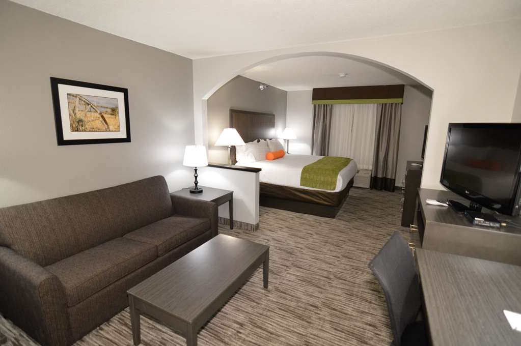 Best Western Plus Liberal Hotel & Suites - King Kitchenette Guest Suite