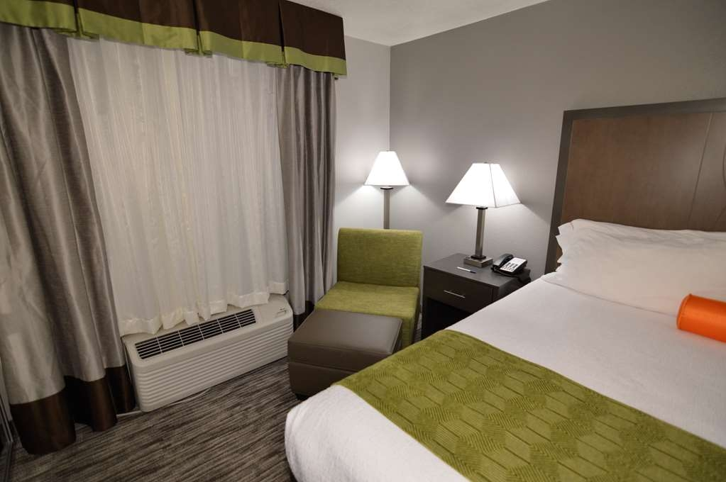 Best Western Plus Liberal Hotel & Suites - Single King Suite with Separate Bedroom