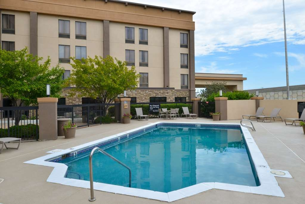 Best Western Plus Wichita West Airport Inn - Vue de la piscine
