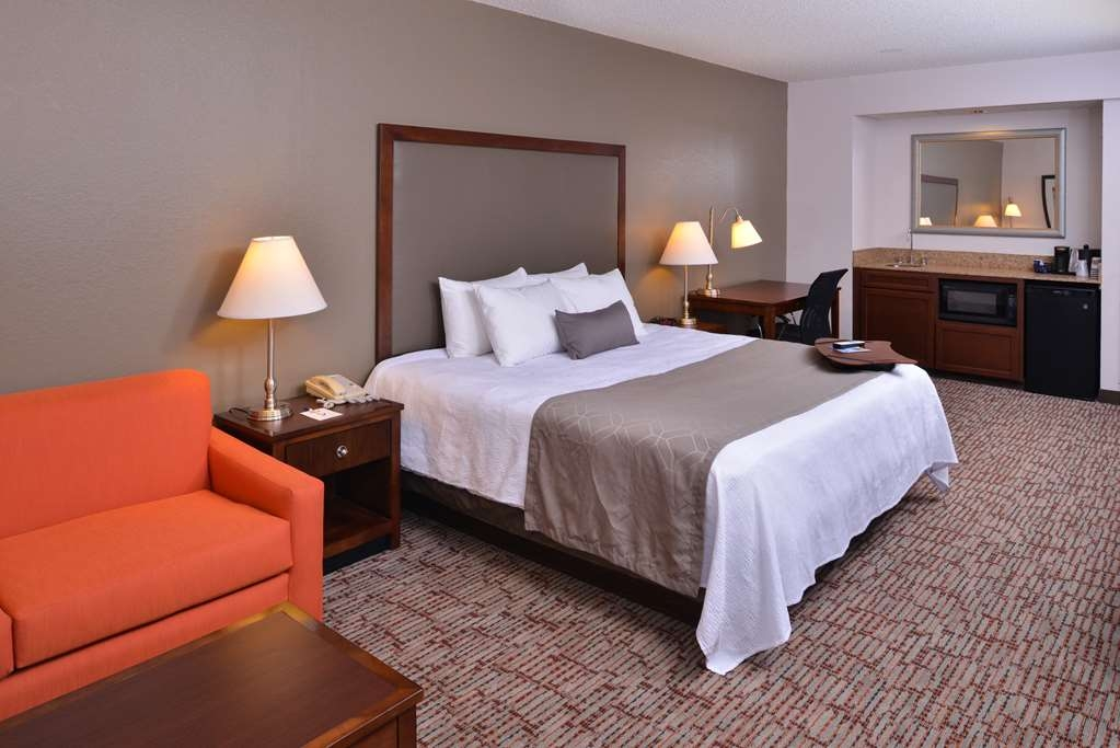 Best Western Plus Wichita West Airport Inn - Suite
