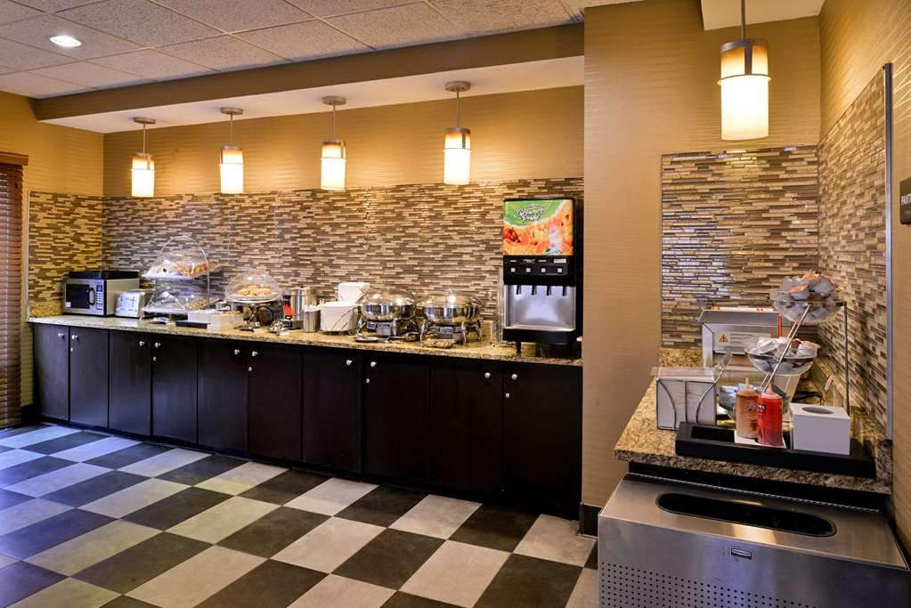 Best Western Plus Wichita West Airport Inn - Le petit déjeuner buffet
