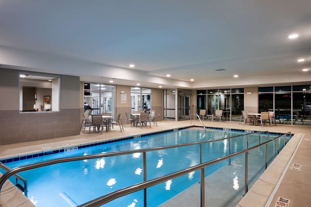 Best Western Plus West Lawrence - Piscina