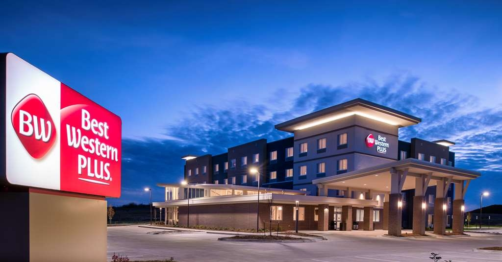 Best Western Plus West Lawrence - Facciata dell'albergo
