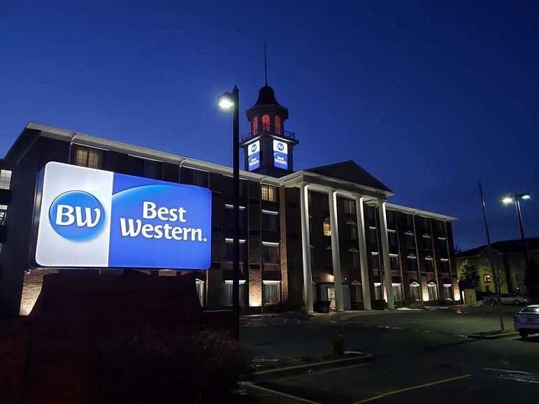 Best Western Overland Park Hotel - Hotel Exterior at Night