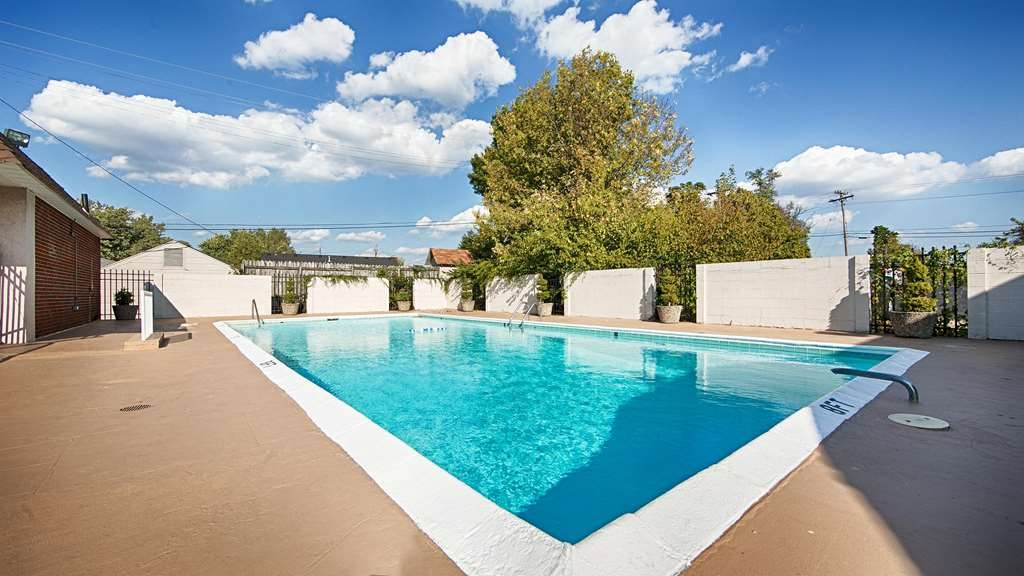 Best Western Winchester Hotel - Vista de la piscina