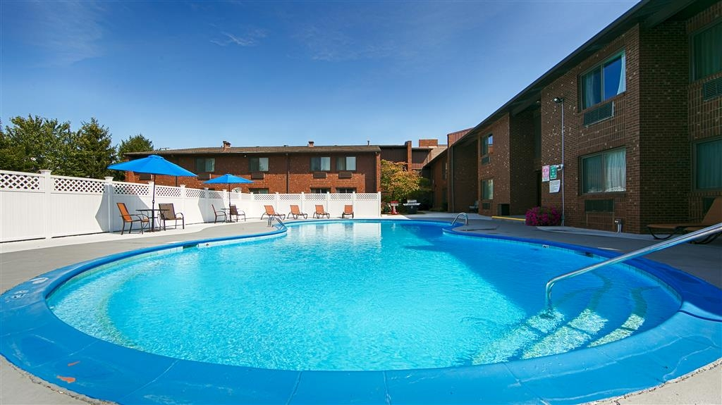 Best Western Shelbyville Lodge - Piscina al aire libre