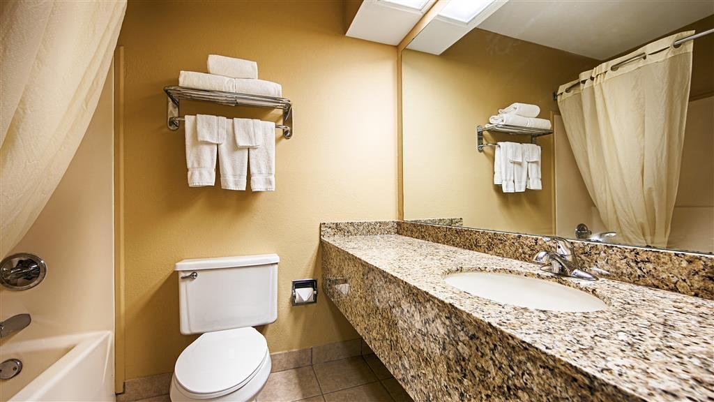 Best Western Shelbyville Lodge - Guest Bathroom