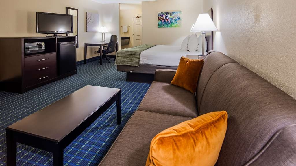 Best Western Parkside Inn - Each of our King Rooms have a Queen pull-out sleeper sofa.