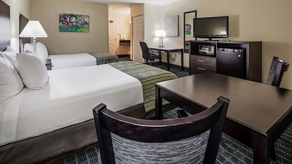 Best Western Parkside Inn - Enjoy our spacious, remodeled rooms!