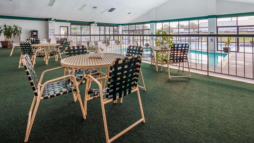 Best Western Parkside Inn - Enjoy our large indoor pool area!