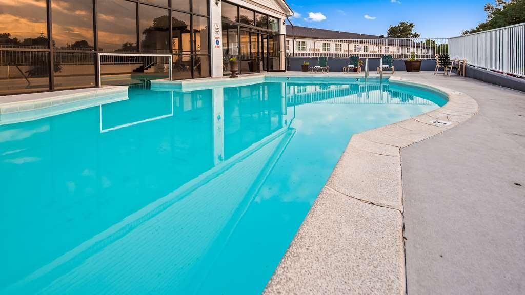 Best Western Parkside Inn - Vista de la piscina