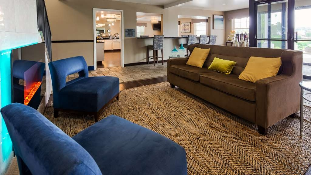 Best Western Parkside Inn - Our lobby is the perfect spot to relax after a long day of work and travel.