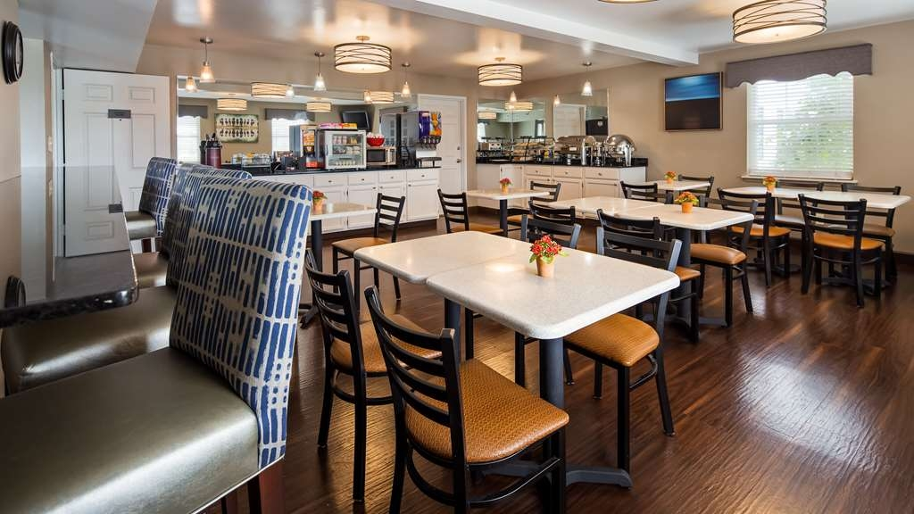 Best Western Parkside Inn - Enjoy the most important meal of the day, on us. With a wide variety of options, there is something for everyone.