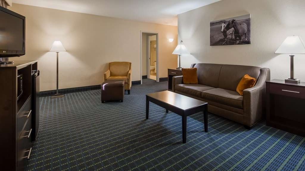 Best Western Parkside Inn - Each suite room has a pull-out queen sleeper sofa along with an extra large living room area.