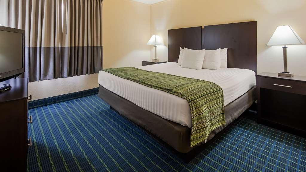 Best Western Parkside Inn - Each of our suites has a separated bedroom area.