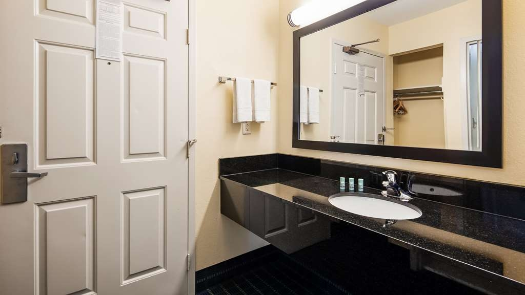 Best Western Parkside Inn - Each of our guest rooms comes with an extra long vanity area!
