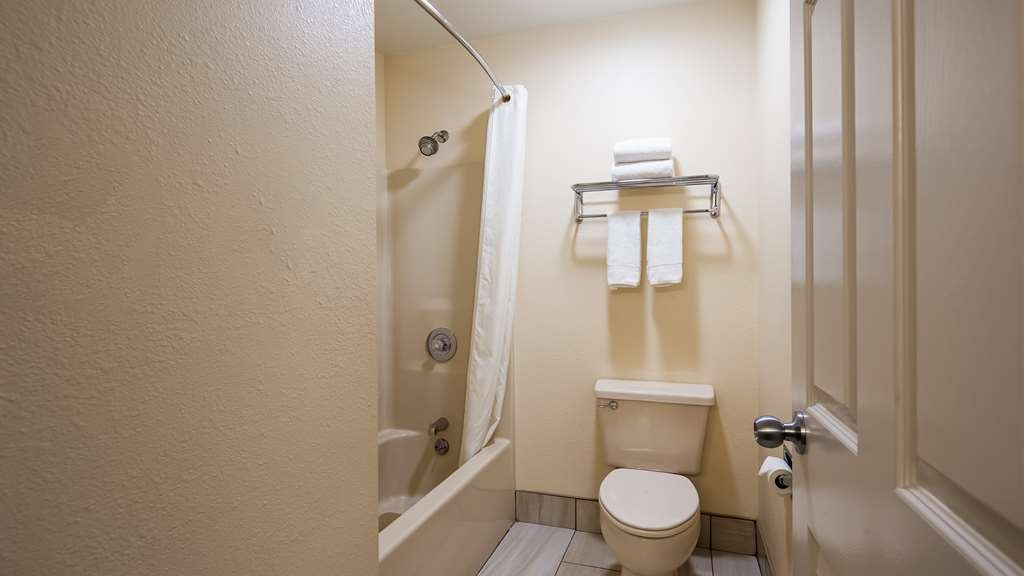 Best Western Parkside Inn - We take pride in making everything spotless for your arrival.