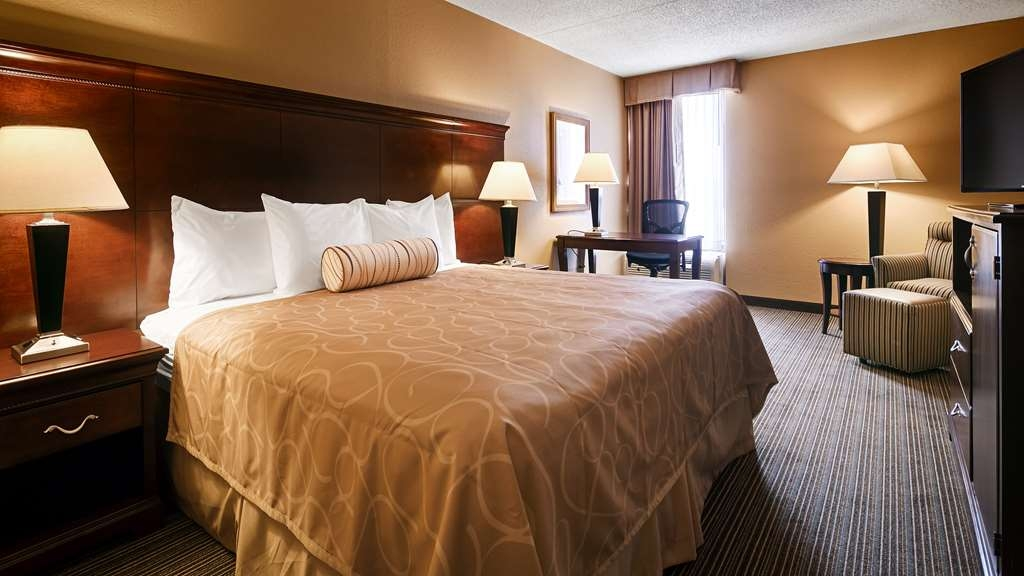 Best Western Hopkinsville - King guest room includes 40-inch LED TV, micro/fridge, wireless internet, large desk, comfortable lounge chairs plus 70 TV channels including HBO.