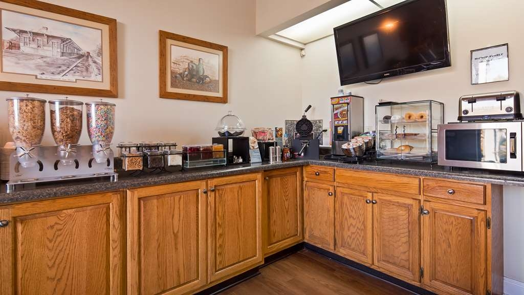 Best Western Wilderness Trail Inn - Breakfast Room