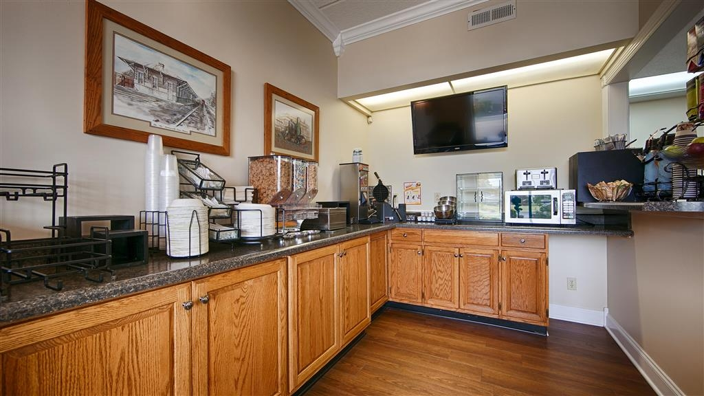 Best Western Wilderness Trail Inn - Rise and shine with a complimentary breakfast every morning.