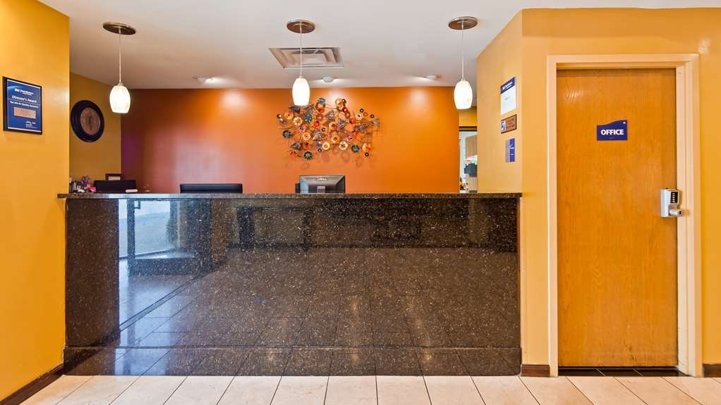 Best Western Inn Florence - Stop by our front desk for help with check in/out.