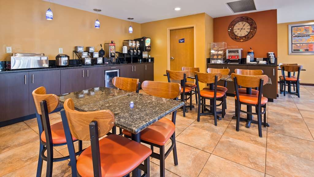 Best Western Inn Florence - Enjoy a balanced and delicious breakfast with options for everyone.