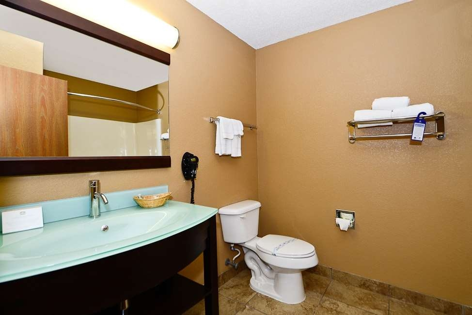 Best Western Paducah Inn - Newly remodeled bathroom with frosted glass sink top.