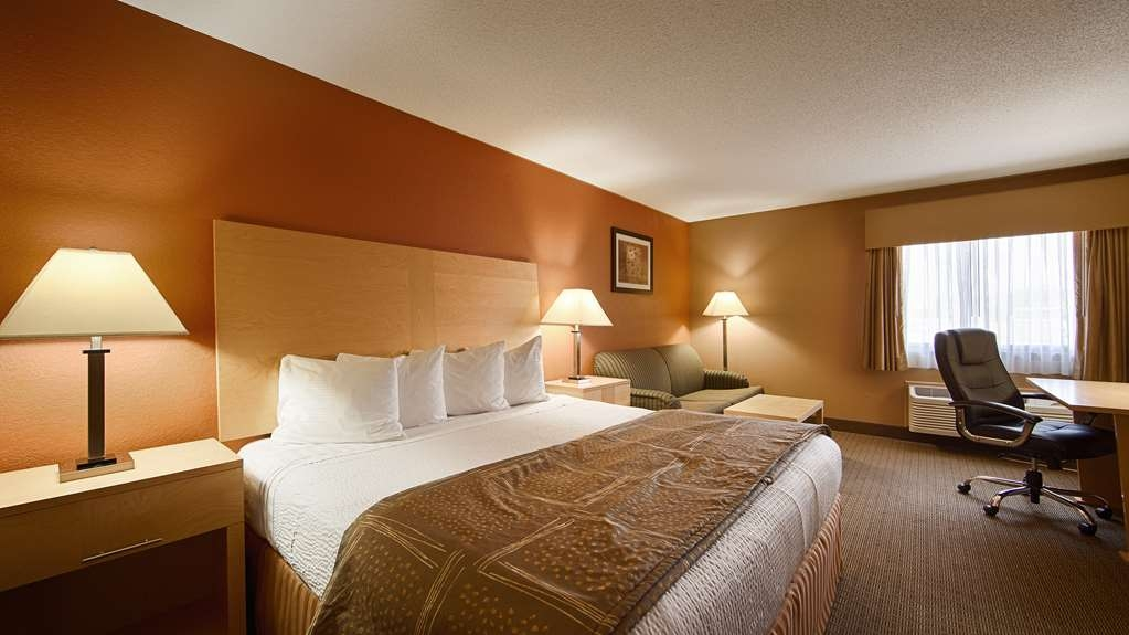 Best Western Paducah Inn - Newly remodeled and spacious standard king room. Spa shower upon request. Non-smoking.