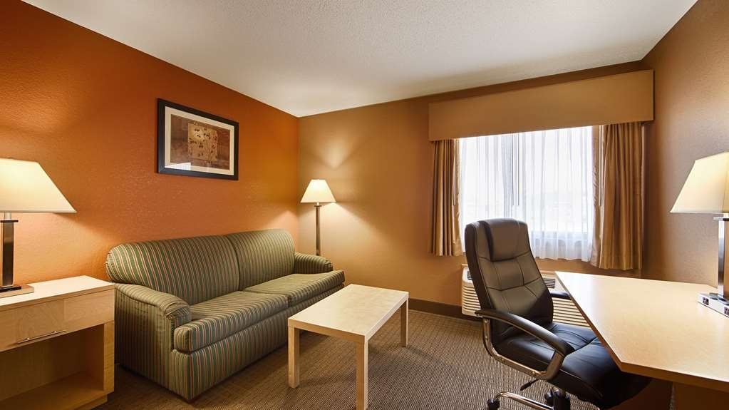 Best Western Paducah Inn - Large king room with couch for lounging. Spacious and newly remodeled. Non-smoking.