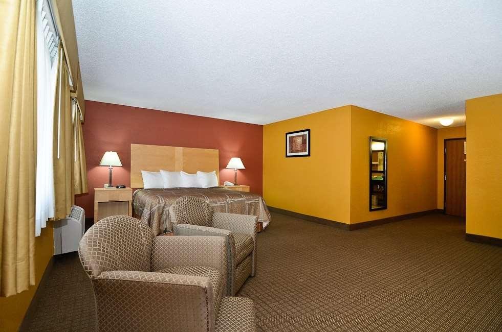 Best Western Paducah Inn - Very spacious king room. Newly remodeled.