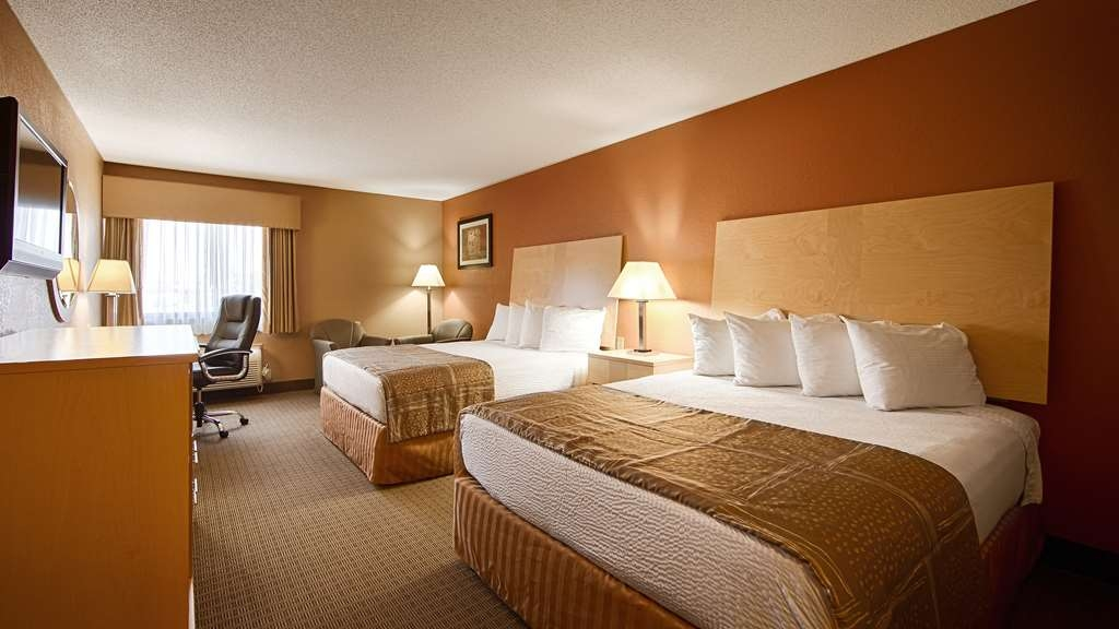 Best Western Paducah Inn - Newly remodeled and spacious standard double queen room. Smoking room upon request. Sleeps up to four people.