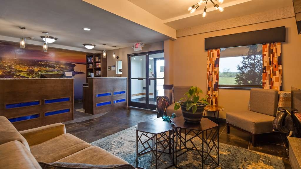 Best Western Paducah Inn - Our lobby is the perfect spot to relax after a long day of work and travel.