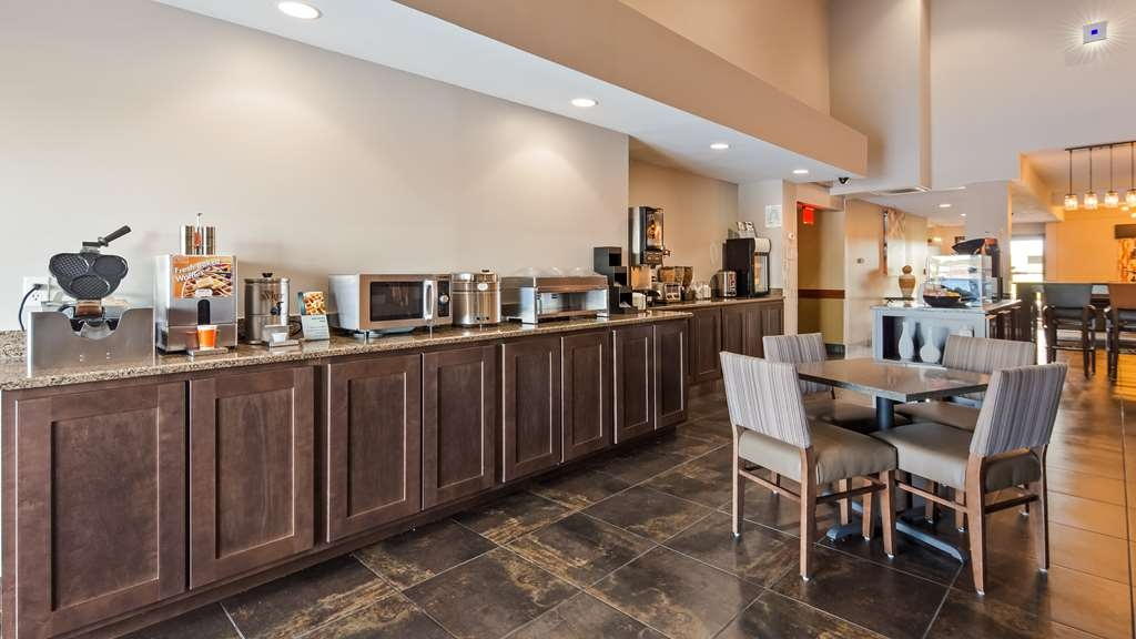 Best Western Paducah Inn - Complimentary hot breakfast with gluten free options. Eggs, sausage, biscuits and gravy, Make your own waffles, cereal and more.
