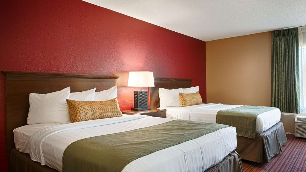 Best Western Richmond Hotel - Your comfort is our first priority. In our 2 queen room you will find that and much more.