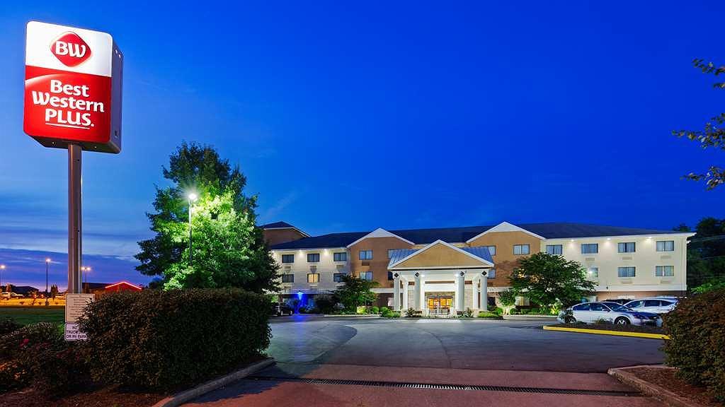 Best Western Plus Georgetown Corporate Center Hotel - Aussenansicht