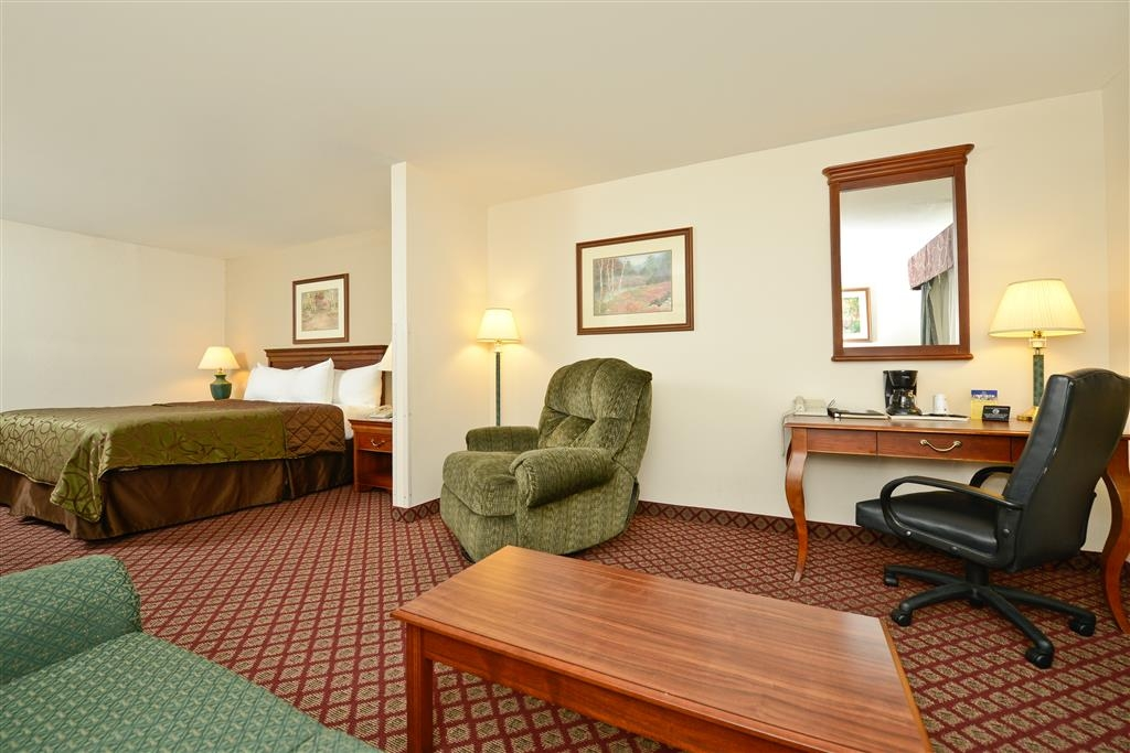 Best Western River Cities - Sink into the comfort of our king mini-suite.