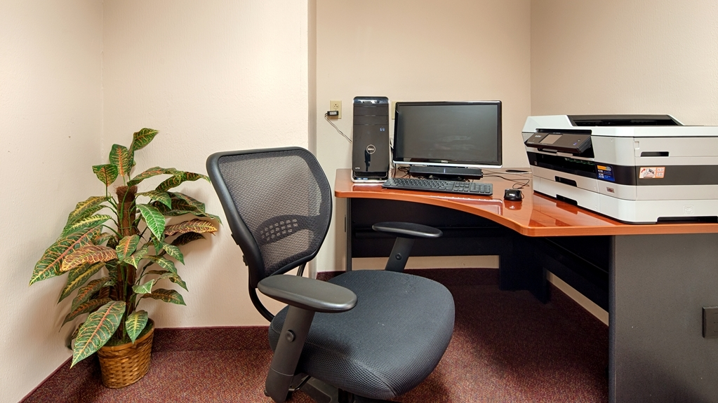 Best Western River Cities - Catch up with work in our 24-hour business center.