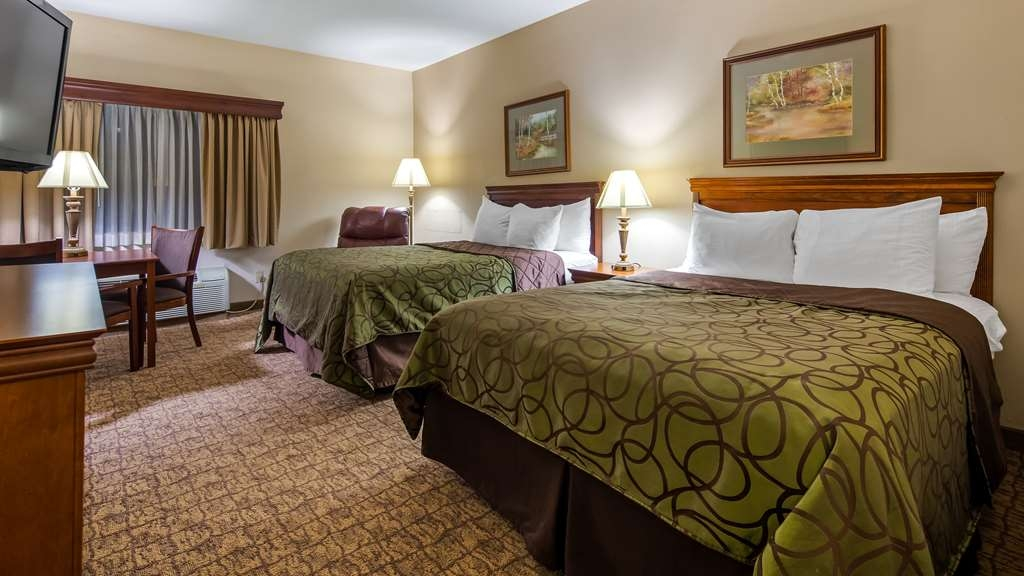 Best Western River Cities - Touring the city with a close friend? Book our convenient double queen guest room.