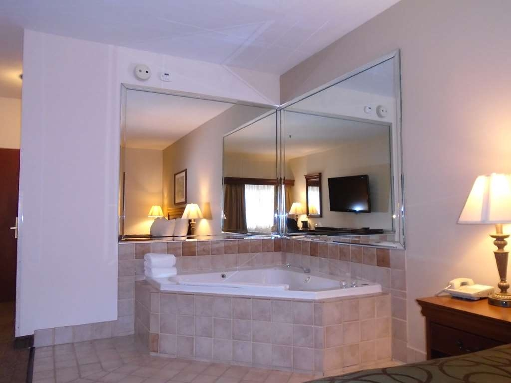 Best Western River Cities - Sink into the comfort of our Jacuzzi® Suite.