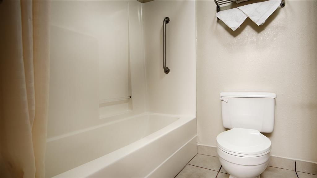 Best Western Paris Inn - Guest Bathroom