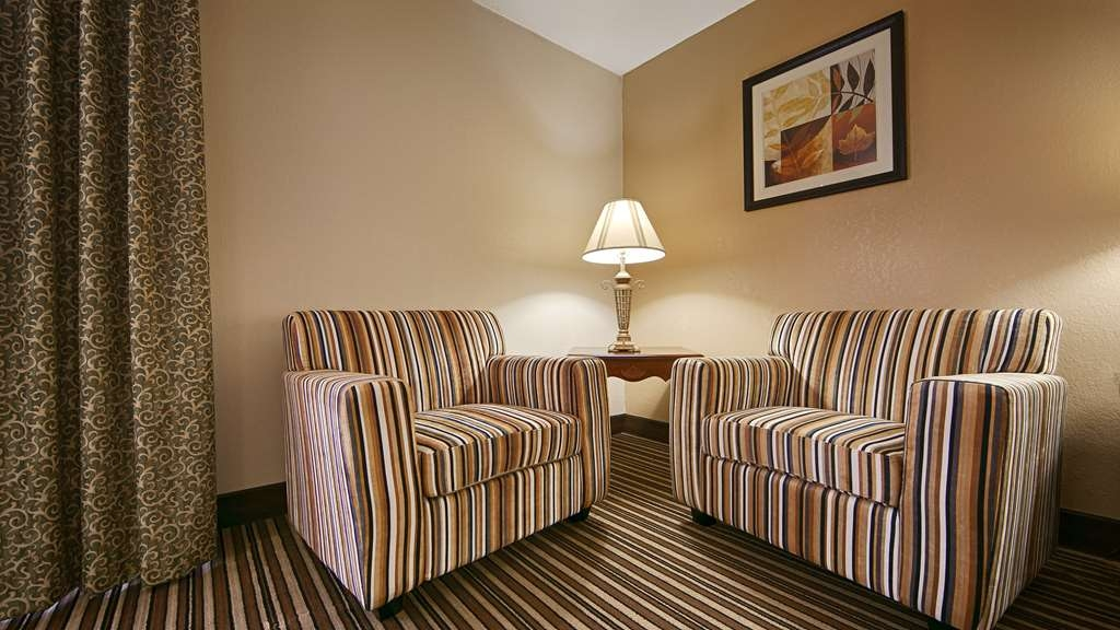 Best Western Ashbury Inn - If your here for work we offer plenty of seating in your guest room.