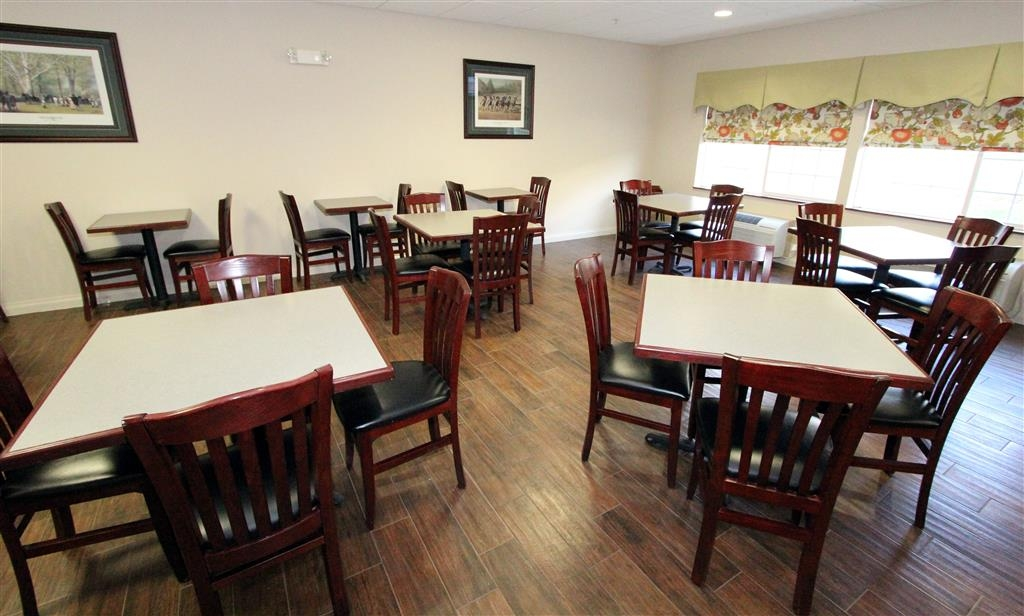 Best Western Lawrenceburg Inn - Early birds get the worm, so our breakfast on weekdays starts at 5:30am!