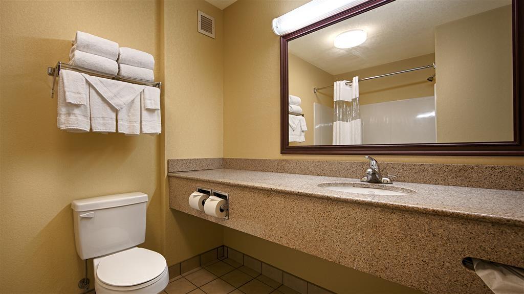 Best Western Lawrenceburg Inn - Badezimmer