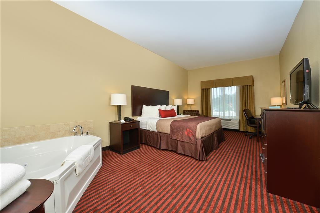 Best Western Plus Louisa - Guest Room with Whirlpool